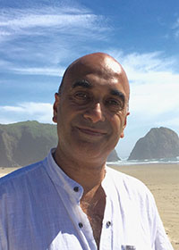 Avtar Roopra headshot